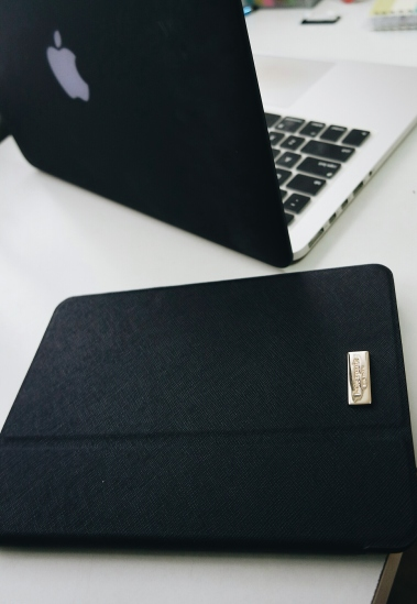 MACBOOK BLACK SKIN KATE SPADE